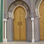 miren esta puerta.. un trabajo artesanal  hermoso..