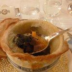 La soupe VGE révélée : du bouillon, des truffes -beaucoup- du foie gras- des légumes