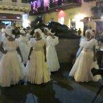 Bailarinas típicas frente al templo de Sto. Domingo