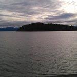Foto do lago em frente à La Malinka