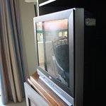 regarder comment l'écran de la tv est sale!