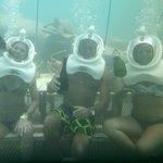 A 7 metros de profundidad tomándonos un vinito.!!!