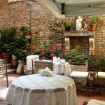 Hotel breakfast courtyard