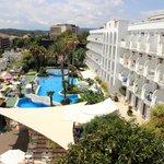 большой бассейн, большая территория самого отеля