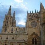 Muy cercana, la catedral
