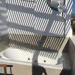 Room 205/ terrazza con vasca