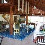 un incredibile ristorante con piscina virtuale