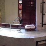 Garden villa bathroom