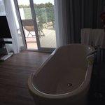 bañera en la habitacion