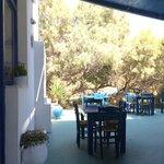 tavoli sotto la veranda