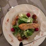 Salade pétoncle framboise et tartine foie gras