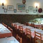 """Parte da sala interior do Restaurante """"A Taberna do Gabão"""""""