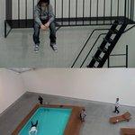 Весьма реалистично, когда смотришь на бассейн сверху,а на мальчика снизу
