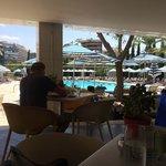 Bar mit Schwimmbad