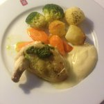 Chicken stuffed with camembert, pesto, homemade mayo and veg