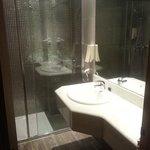 Bathroom Ocas Room 327