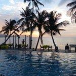 coucher de soleil depuis la piscine