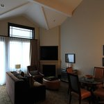 High ceiling and nice fireplace 1bd/2ba suite