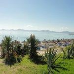 Traumhafter Blick direkt vom Hotelgelände aus übers Meer