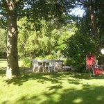 Früstücksbereich im Garten