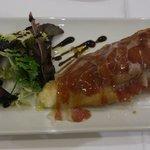 Torrija con foie, cebolla caramelizada y jamón iberico