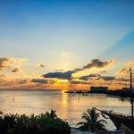 Maravilloso amanecer desde el Costa Cancún