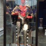Hard Rock Hotel / traje de Gene Simmons en el lobby