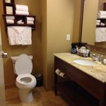Nice space in the bathroom.  Love the cuby for the towels and toilet paper.  Even more space und