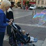 Мыльные пузыри на площади