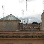 вид на крыши соседних домов