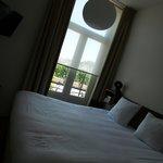 Slaapkamer met klein balkon