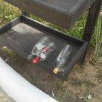bouteilles vides restées là plusieurs jours