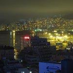 海側の客室からは釜山市内が見渡せる