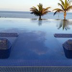 Infinity Pool �� Only
