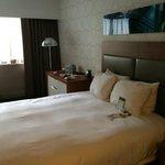 queen-size bed room