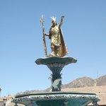 Monumento a Pachacutec - Plaza de Armas