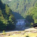 金沢キャンプ場付近から臨む塩水橋