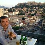 Bar, mirando la Acropolis...