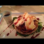 Turkey burger with brie, caramelized onions, tomato, arugula and corozo (local berry similar but