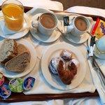 Desayuno servido en habitacion