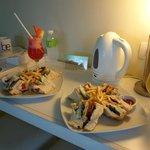 Room service: club sandwiches, watermelon juice, mango juice (918 pesos)