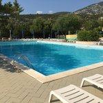 La piscina esterna (senza costi aggiuntivi se nel pacchetto è presente almeno la colazione)