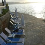 Plenty of nice sunbeds next to the cliffs.