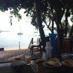 ontbijten aan zee