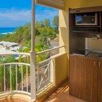 Karibea résidence la Goelette - kitchenette sur la terrasse d'une studette