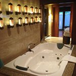 Jacuzzi in the spa villa
