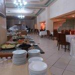Le buffet dressé dans la salle à manger
