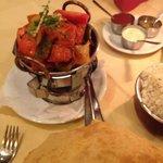 karahi chicken und bhatura. und endlich ohne krautsalatbeilage!!!