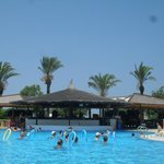 Vue bar et piscine principale