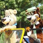 Desfile de los personajes: Yogui y Bubu